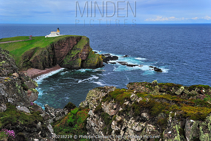 The Stoer Head Lighthouse, Point of Stoer, Sutherland, Highlands, Scotland, UK, May 2010  -  Philippe Clement/ npl
