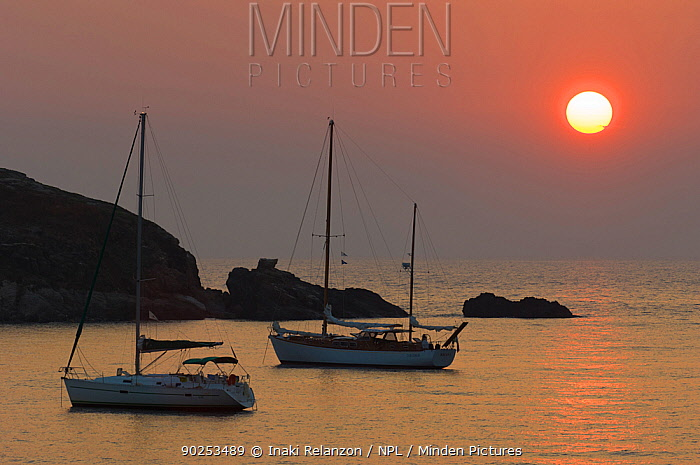 Sunset over a bay with two sailing boats at anchor East coast of Corsica, Mediterranean Sea, France, Europe, September 2005  -  Inaki Relanzon/ npl