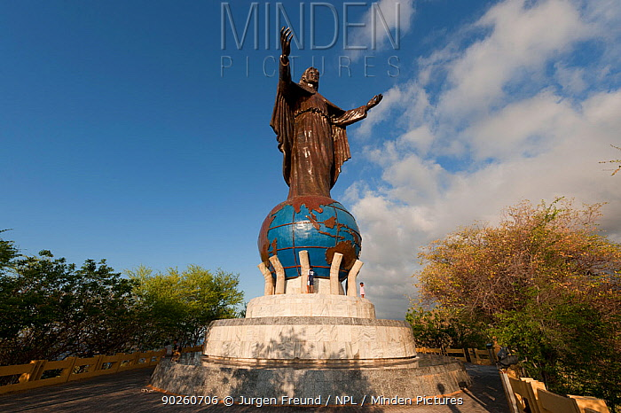 Statue to Christ the King in Dilim, East Timor, August 2010  -  Jurgen Freund/ npl