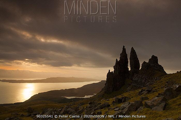 Old Man of Storr at dawn, Skye, Inner Hebrides, Scotland, UK, January 2011  -  Peter Cairns/ 2020V/ npl