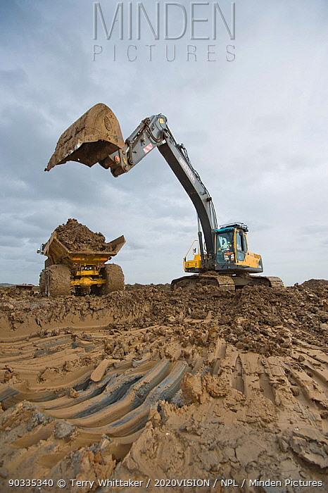 Wetland habitat ecosytem creation for the RSPB by Breheny Civil Engineers at Bowers Marsh RSPB Reserve, Thames Estuary, Essex, UK November 2011 Heavy earth excavator removes clay for future replacement with topsoil Machine operator Alan Deval Model released  -  Terry Whittaker/ 2020V/ npl