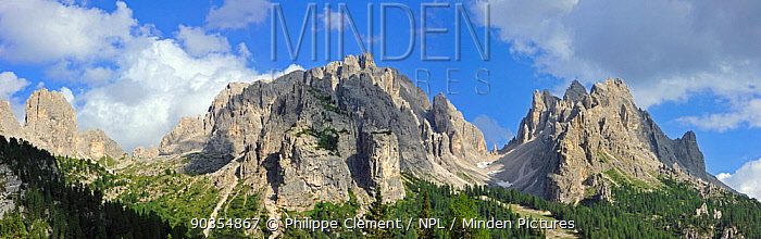The mountain range Gruppo dei Cadini di Misurina in the Dolomites, Italy, July 2010  -  Philippe Clement/ npl