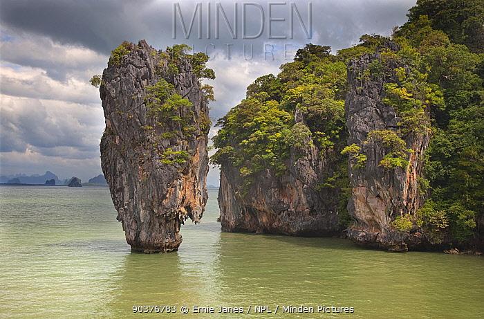 Ko Tapu Island, leaning rock, Ko Ping Kan Phang Province, Andaman sea, Phuket, Thailand  -  Ernie Janes/ npl