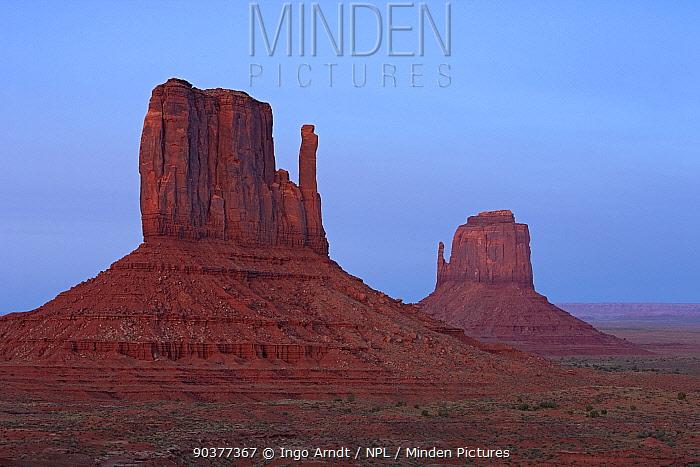 East and West Mittens, Monument Valley, Navajo Tribal Park, Arizona, USA, September 2010  -  Ingo Arndt/ npl