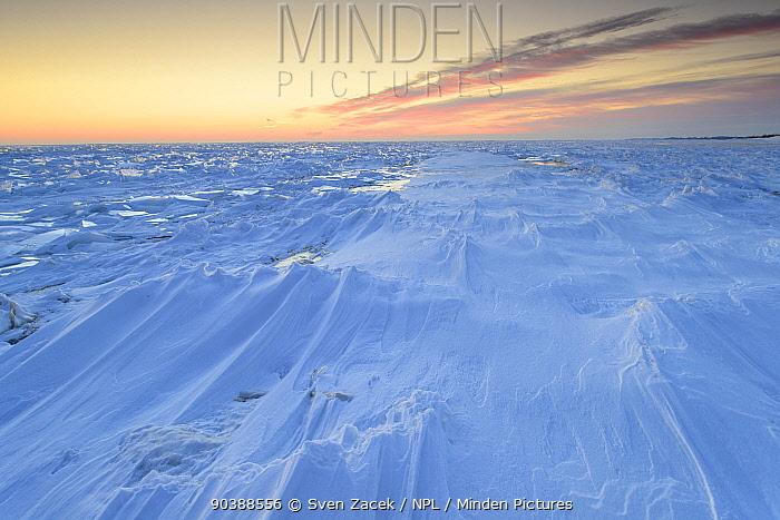 Wind-made patterns in snow on top of frozen Lake Peipsi, Eastern Estonia, December 2012  -  Sven Zacek/ npl