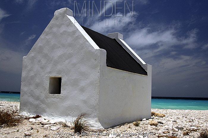Salt pan workers day rest hut, Bonaire April 2005  -  Michael Pitts/ npl