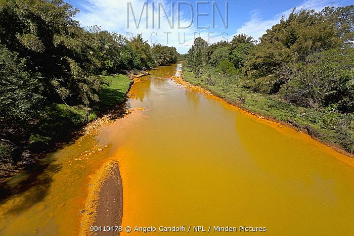 A polluted river, Santa Catarina, Brazil, September 2010  -  Angelo Gandolfi/ npl