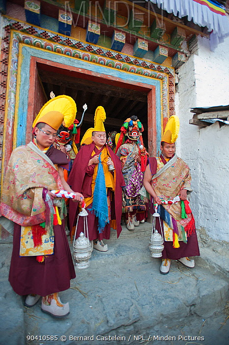 Monks and dancers walk in procession out of the monastery with the Cake (containing all the evil) to be burned at the end of the first day of the Torgya festival Galdan Namge Lhatse Monastery,Tawang, Arunachal Pradesh, India January 2014  -  Bernard Castelein/ npl
