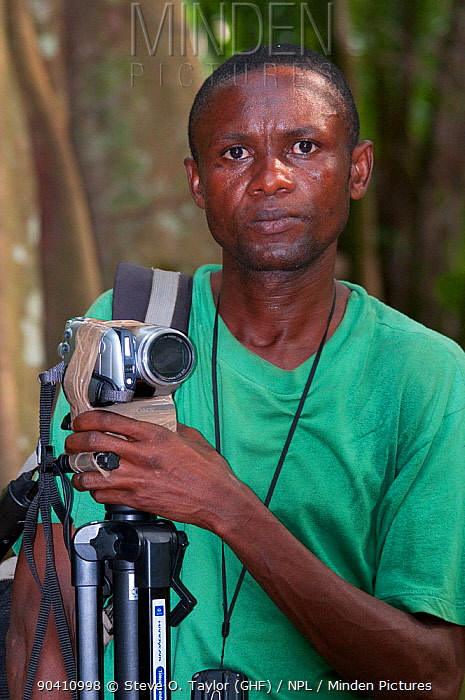 Chris, camera assistant and botanist filming, Democratic Republic of the Congo, Africa, February 2012  -  Steve O. Taylor/ npl