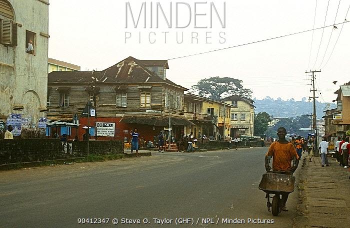 Freetown street scene Sierra Leone, 2004-2005  -  Steve O. Taylor/ npl