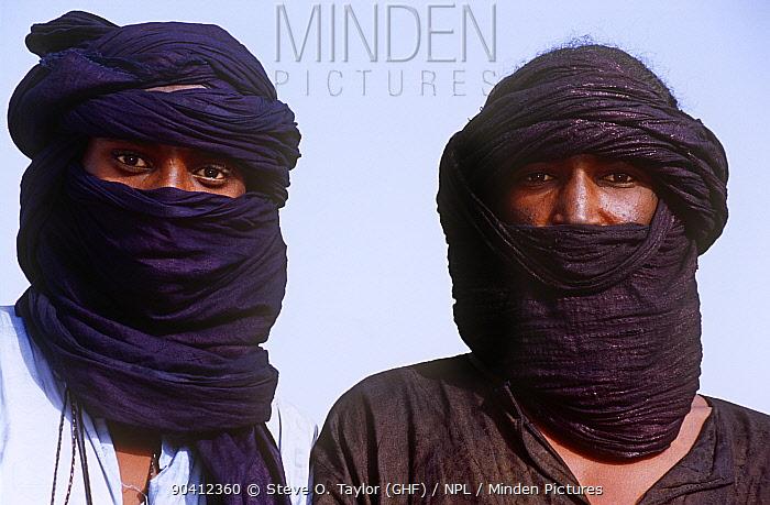 Two men, faces covered, at traditional Peul, Fula ceremony, Ngarawal Fuduk, near Agadez, Niger, 2005  -  Steve O. Taylor/ npl