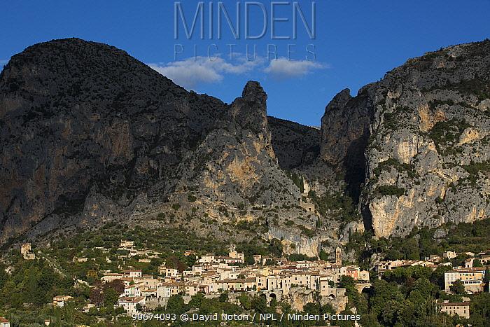 Moustiers-Sainte-Marie commune, Alpes-de-Haute-Provence, France, October 2012  -  David Noton/ npl