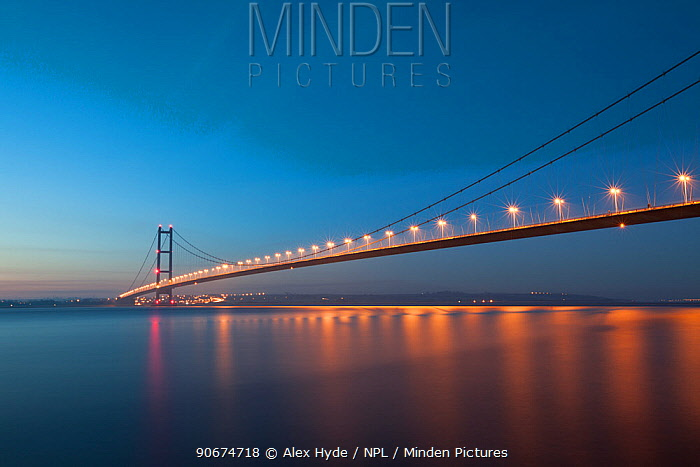 Humber Bridge crossing the Humber estuary Kingston upon Hull, East Yorkshire, England, UK January 2014  -  Alex Hyde/ npl