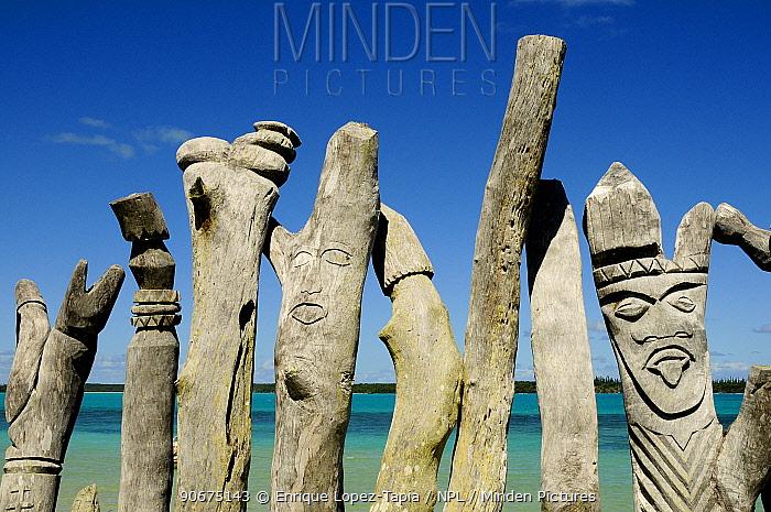 Wooden sculptures of faces, Ile des Pins (Pine Island), New Caledonia, September 2008  -  Enrique Lopez Tapia/ npl