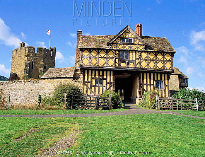 Gatehouse and South tower of Stokesay Castle, Shropshire, England  -  Will Watson/ npl