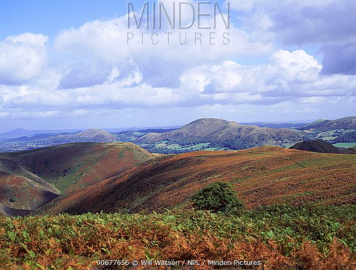 View NE from Long Mynd of Cow ridge, Bosbury ring and Caer Caradoc hill, Shropshire, England  -  Will Watson/ npl