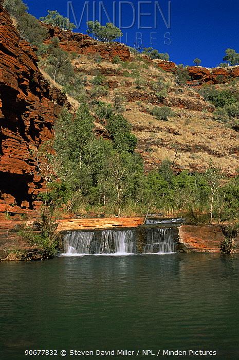 Waterfall in Kalamina Gorge showing geological rock formations Karijini National Park, Western Australia  -  Steven David Miller/ npl