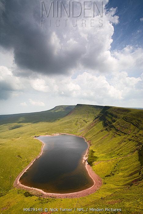 Llyn y Fan Fach, a glacial cirque, beneath Black Mountain in the Brecon Beacons National Park, Powys, Wales  -  Nick Turner/ npl