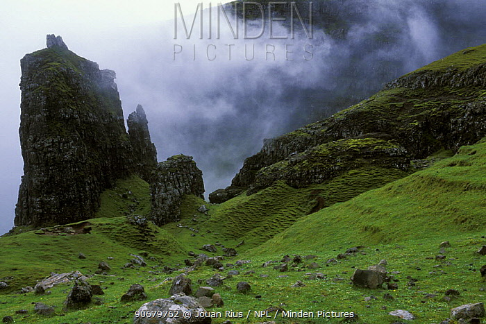 Quiraing mountains with low cloud cover, Isle of Skye, Inner Hebrides, Scotland, UK  -  Jouan & Rius/ npl