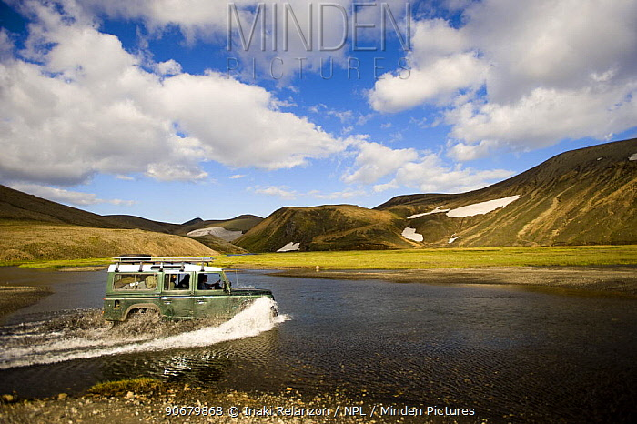 Crossing river with a Land Rover, Landmannalaugar mountains, central Iceland July 2008  -  Inaki Relanzon/ npl