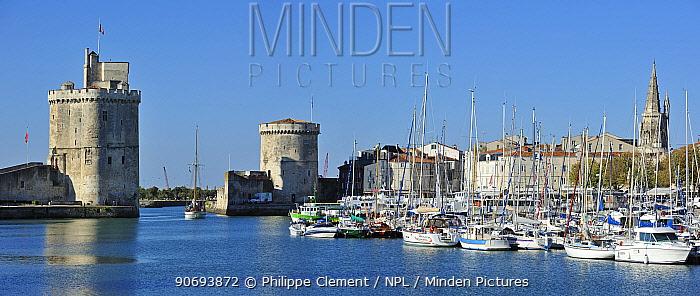 The medieval towers Tour de la Chaine and Tour Saint-Nicolas in the old harbour at La Rochelle, Charente-Maritime, France, September 2012  -  Philippe Clement/ npl