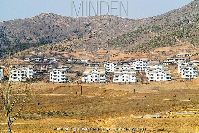 Village between Pyongyang and Kaesong, Democratic Peoples' Republic of Korea (DPRK) April 2012  -  Gavin Hellier/ npl