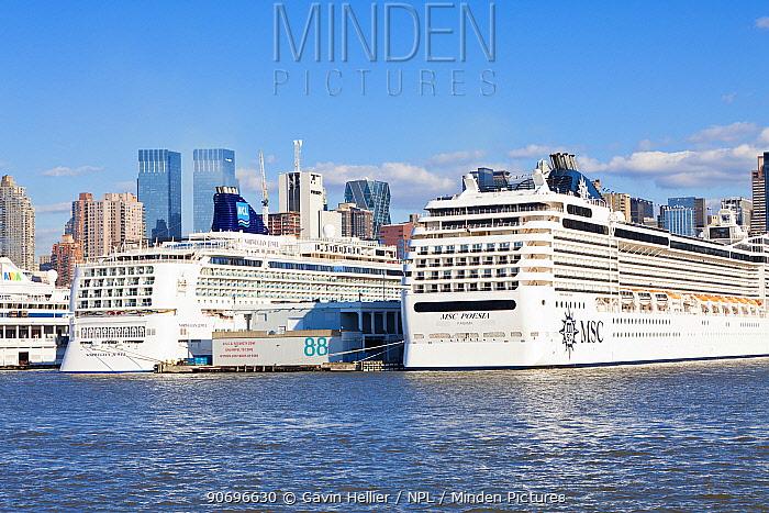 Huge luxury liners infront of Midtown Manhattan across the Hudson River, New York, USA, October 2011  -  Gavin Hellier/ npl