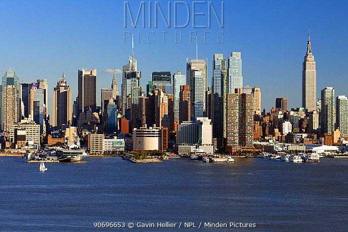 View of Midtown Manhattan across the Hudson River, New York, USA October 2011  -  Gavin Hellier/ npl