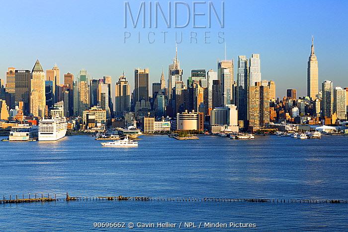 View of Midtown Manhattan across the Hudson River, New York, USA, October 2011  -  Gavin Hellier/ npl