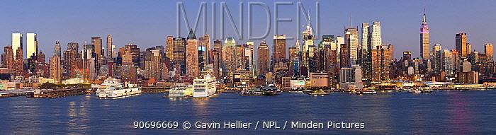 Panoramic view of Midtown Manhattan across the Hudson River, New York, USA, October 2011  -  Gavin Hellier/ npl