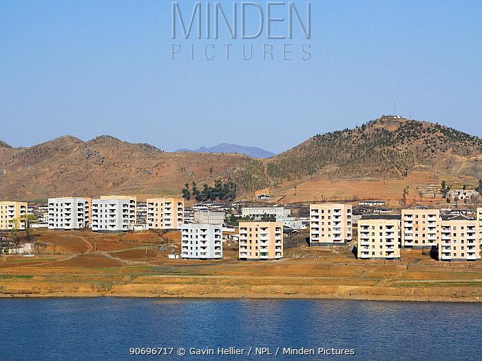 Town set in countryside between Pyongyang and Kaesong, Democratic Peoples' Republic of Korea (DPRK), North Korea, 2012  -  Gavin Hellier/ npl