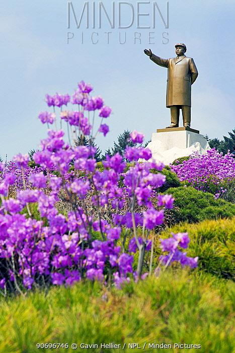 Hamhung, statue of Kim Il Sung, Democratic Peoples' Republic of Korea (DPRK), North Korea, 2012  -  Gavin Hellier/ npl