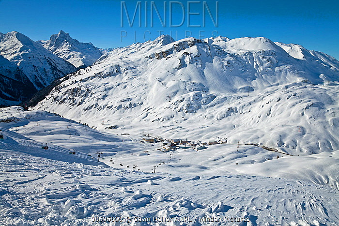 Resort pistes and mountain ranges at St Anton am Arlberg, Tirol, Austria, 2008  -  Gavin Hellier/ npl