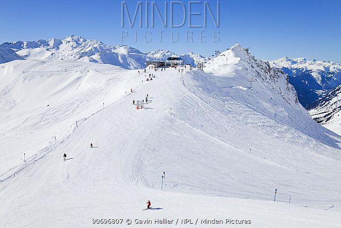 Ski pistes and chairlift station at St Anton am Arlberg, Tirol, Austria, 2008  -  Gavin Hellier/ npl