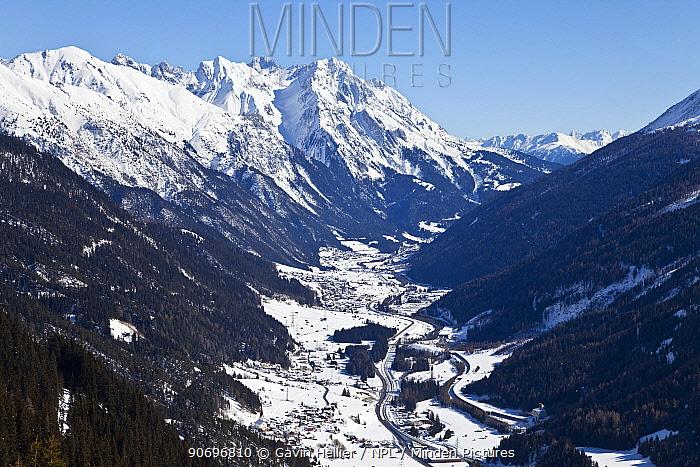 View over St Jakob from the slopes of the ski resort of St Anton, St Anton am Arlberg, Tirol, Austria, 2008  -  Gavin Hellier/ npl