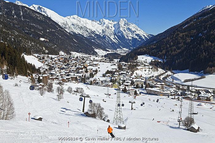 View towards St Jakob at St Anton am Arlberg, Tirol, Austria, 2008  -  Gavin Hellier/ npl
