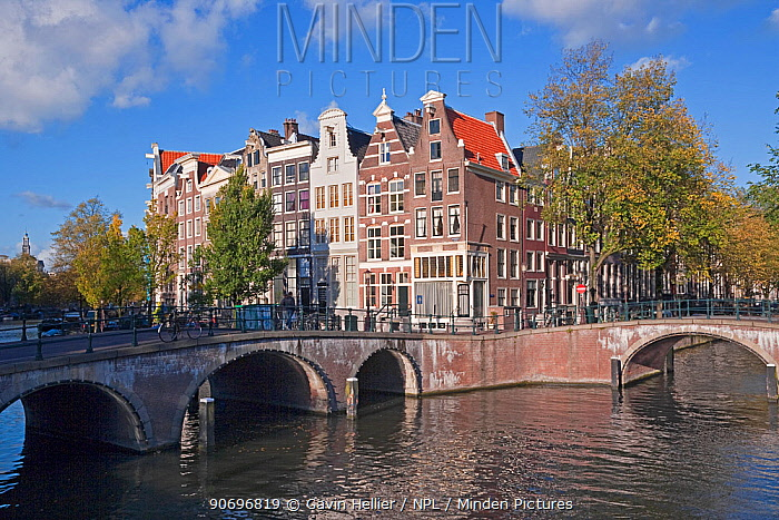 Traditional Gabled houses and bridges on the corner of Keizersgracht and Leidesegracht, Amsterdam, Holland, Netherlands, 2009  -  Gavin Hellier/ npl