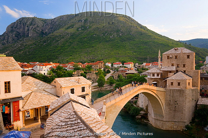 The famous 'Old Bridge' of Mostar built in 1566 was destroyed in 1993, the 'New Old Bridge' as it is known was completed in 2004, Old Town, Mostar, Herzegovina, Bosnia and Herzegovina, Balkans, 2007  -  Gavin Hellier/ npl