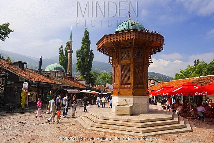 Sebilj, a Moorish-style fountain modelled on a stone fountain in Istanbul dating from 1891 in front of Bascarsija Mosque, Bascarsija district, Old Town, Sarajevo, Bosnia and Herzegovina, Balkans 2007  -  Gavin Hellier/ npl