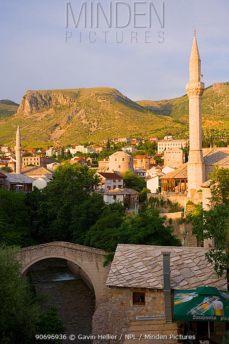 Old Town and Mosques with the Crooked Bridge 'Kriva Cuprija' in the foreground, Mostar, Bosnia and Herzegovina, Balkans 2007  -  Gavin Hellier/ npl