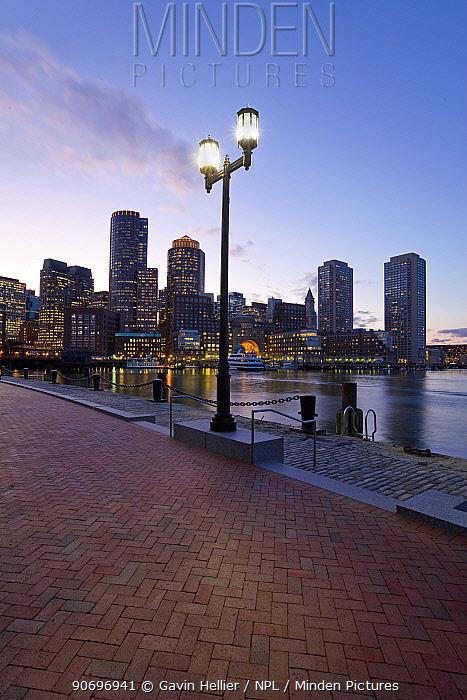 City skyline and inner harbour including Rowes Wharf at dawn, Boston, Massachusetts, USA 2007  -  Gavin Hellier/ npl