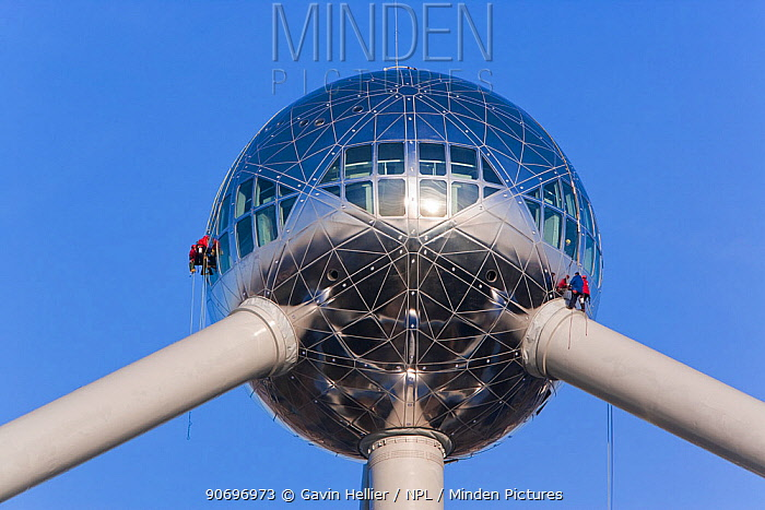 Atomium sculpture in Atomium Park, people working on the outside, Brussels, Belgium, 2006  -  Gavin Hellier/ npl
