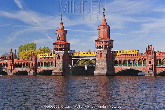 Oberbaum Brucke, Bridge on River Spree, Berlin, Germany, 2007  -  Gavin Hellier/ npl