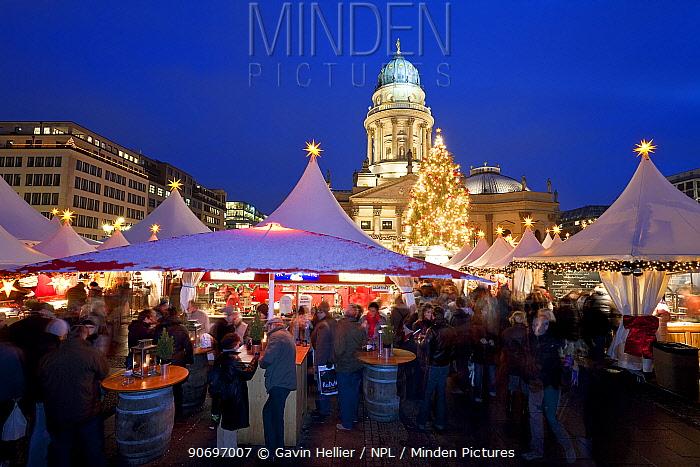 Traditional Christmas Market at Gendarmenmarkt, illuminated at dusk, Berlin, Germany 2009  -  Gavin Hellier/ npl