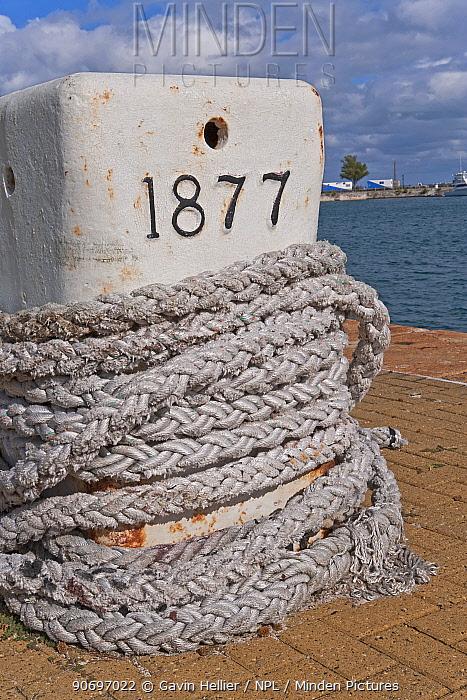 Rope twisted around mooring post, Royal Naval Dockyard, Sandys Parish, Bermuda 2007  -  Gavin Hellier/ npl
