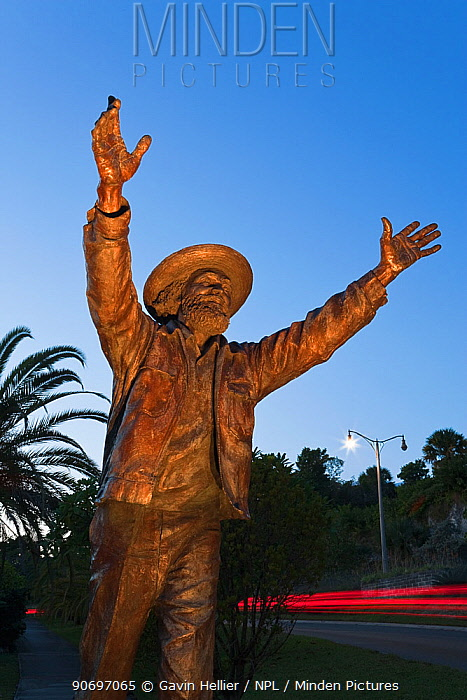 Welcome to Bermuda, statue of Johnny Barnes Jonny is a native Bermudan found waving to passing traffic at the Foot of the Lane roundabout in Hamilton, Bermuda, from roughly 3:45 am to 10 am, every workday, rain or shine Bermuda, 2007  -  Gavin Hellier/ npl