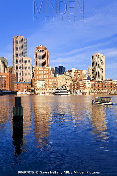 Skyline and inner harbour including Rowes Wharf, Boston, Massachusetts, USA 2009  -  Gavin Hellier/ npl