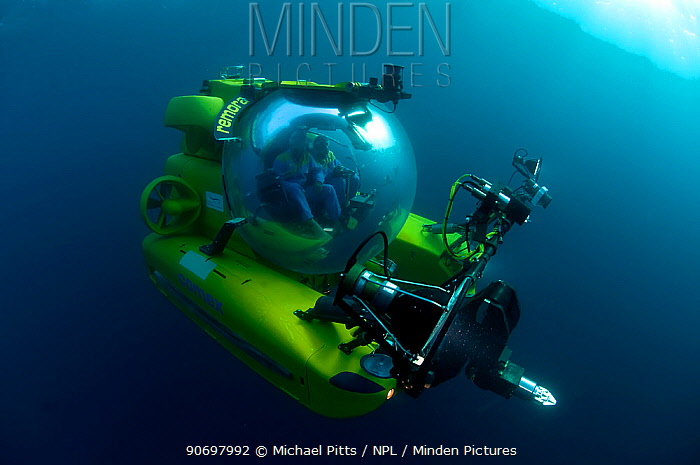 Mike de Gruy, underwater camerman, in Remora submersible, Mediterranean  -  Michael Pitts/ npl