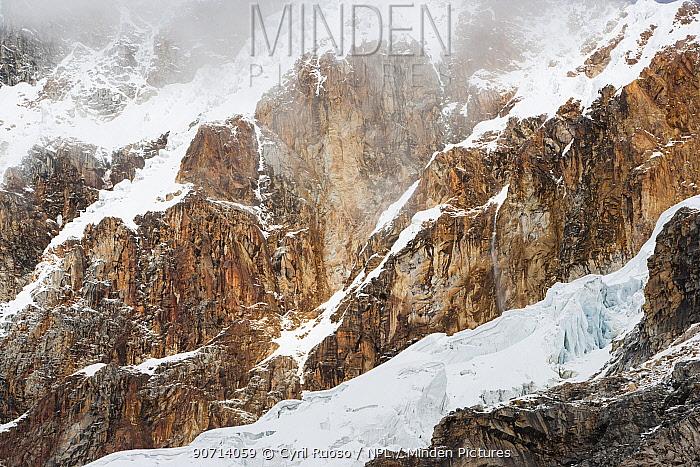Huandoy glacier, Cordillera Blanca Massif, Andes, Peru, November 2006.