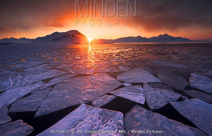 First night with midnight sun in Svalbard, Norway,  17 April 2016